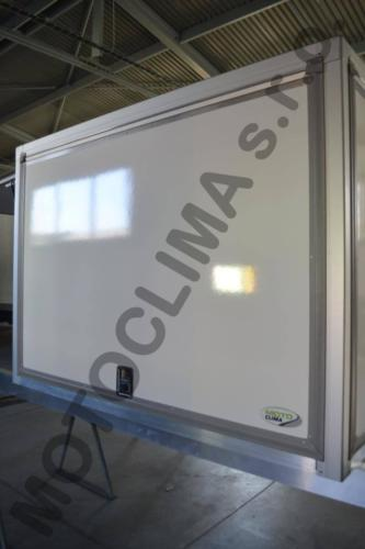 Refrigerated stretching containers