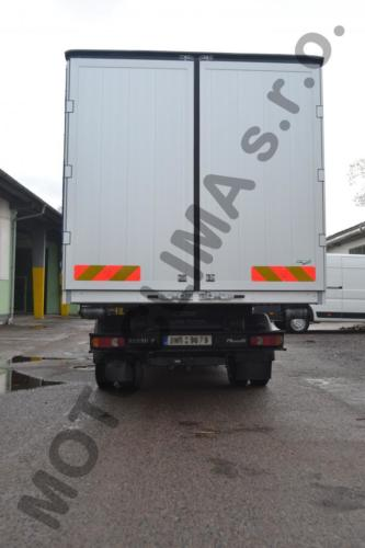 Flat stretch containers